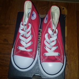 BABY CHUCK TAYLORS RED